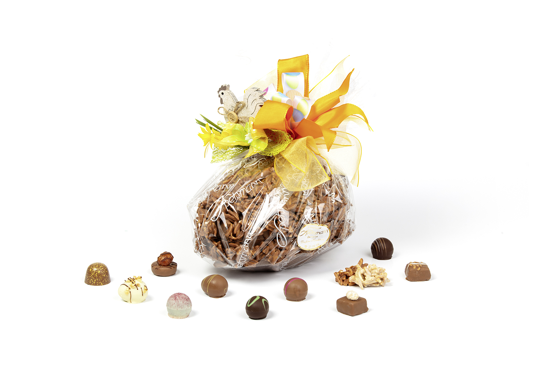 Präsent-Ei mit Pralinen gefüllt
